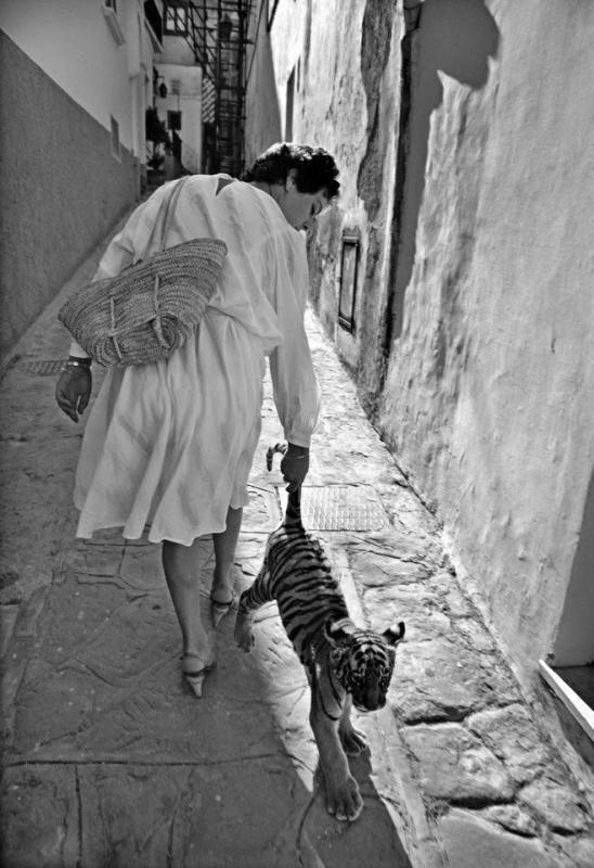 Ferdinando Scianna, Capri, 1984 -- via Socialele
