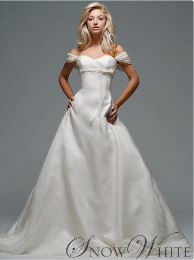 Disney Snow White Wedding Dress I Know Its Not Bell But Think Really