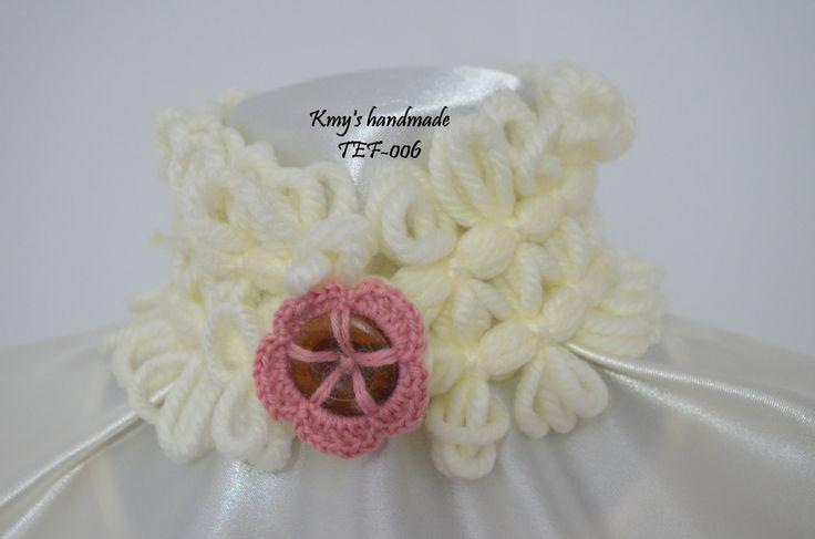 Scalda collo molto elegante, colore bianco, con nastro in legno decorato all'uncinetto, lana acrilica di SaNaMarket su Etsy
