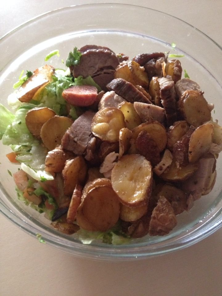 Ensalada de papas rústicas y mix de carne