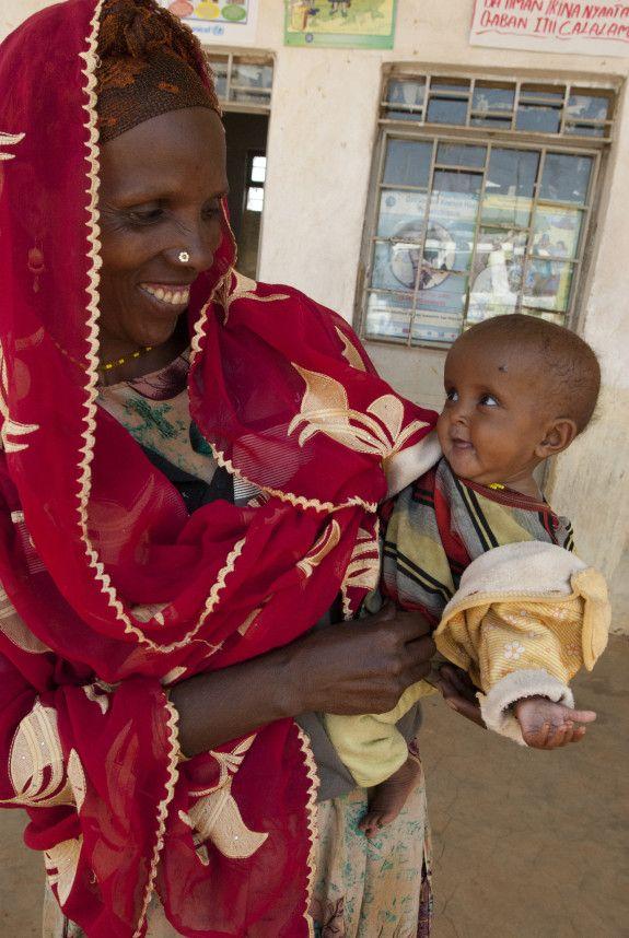 21 jan 2013: Hannan fick behandling i tid  Bara på en vecka har Hannan, 6 månader, ökat från 3,5 till 3,9 kg och med fortsatt behandling kan hon bli helt frisk. Lilla Hannan i Etiopien är ett av alla de små barn i landet som har fått närmare till sjukvård. I 15 000 byar som ligger långt från sjukhus eller vårdmottagning har vi hjälpt till att starta små enkla hälsomottagningar. Vi levererar medicin och utrustning och utbildar kvinnor från trakten i grundläggande sjuk- och hälsovård.