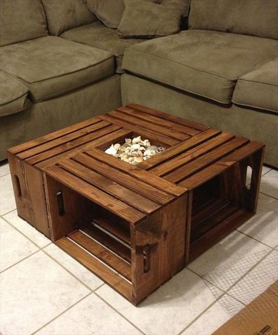 木箱を4つ組み合わせたコーヒーテーブル?