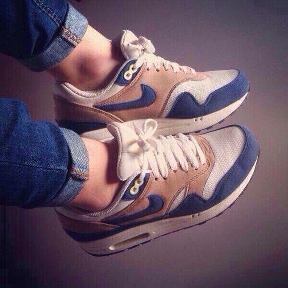 Nike air max                                                       …