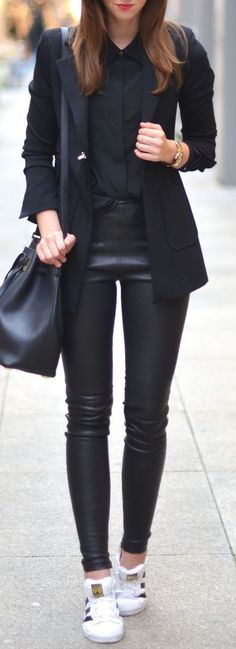 Edgy look | Leather pants, strict collar blouse, blazer and sneakers