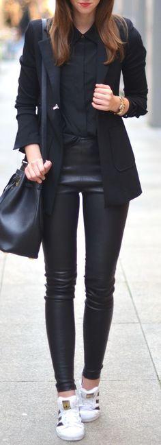 O Couro traz uma riqueza ao look não é mesmo?!aprovaram essa combinação total Black? ,Adidas shoes #adidas #shoes