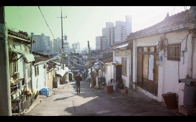 A still of Seoul taken from Seoul Urban Art Project: Frenemy and Joni's 'The Idea'. Love the contrast of the hanok village against the towering skyscraping apartments behind.