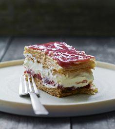 Napoleonskage med rabarber og vaniljecreme (Recipe in Danish)