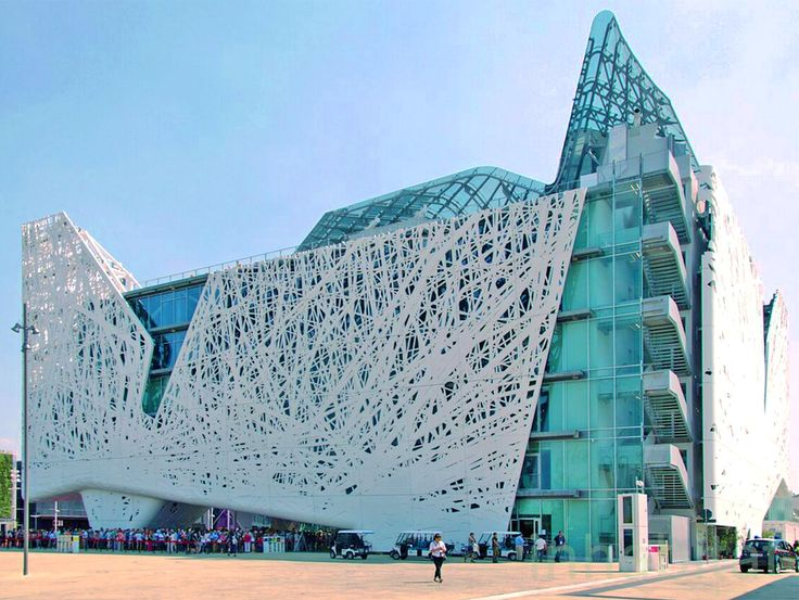 The incredible Palazzo Italia building at the Milan Expo 2015 is equipped with unique biodynamic cladding that eats smog for breakfast. The mixture of cement and titanium dioxide captures nitrogen-oxide pollution and converts it into a harmless salt that easily rinses off the walls when it rains.