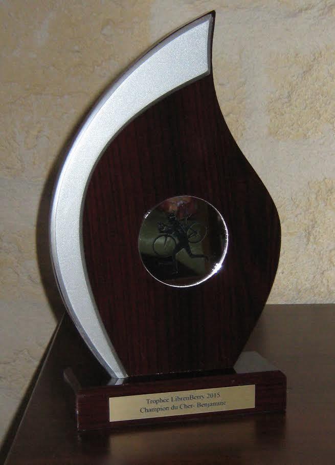 Trophée LibreBerry 2015 - Champion du Cher -Benjamine Bonne année et nos meilleurs vœux! Les trophées pour récompenser les meilleures jeunes en cyclo-cross du challenge Librenberry sont prêts. ci-dessus la photo d'un des trophées. Pour rappel et diffusion...