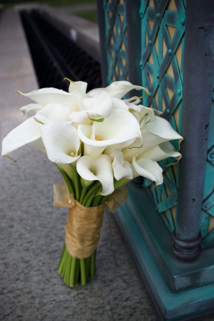 my wedding bouquet. LOVE calla lilies!