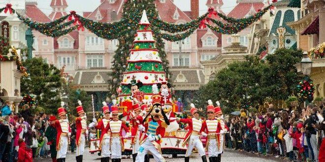 La parata di Natale a Disneyland