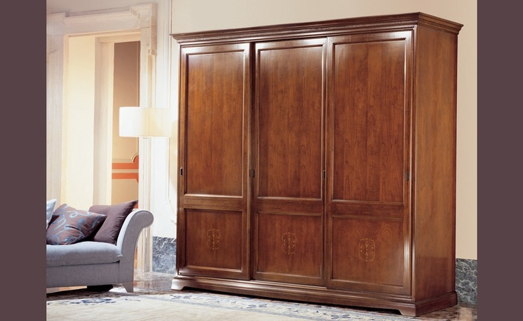Giacinto - I Ciliegi | Classic Collections Le Fablier | 3 sliding doors wardrobe | Measures in cm (LxDxH) 288x71x248 | Structure in solid cherry wood | Inserts in maple and cherry wood | Available with mirrors | Standard equipment: 1 chest of drawers - 4 shelves - 5 clothes hangers