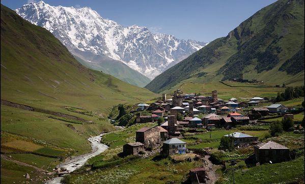 КУРУШ - самое высокогорное село в Европе. расположено в Докузпаринском районе Республики Дагестан на высоте 2565 метров над уровнем моря на юго-восточном склоне горы Шалбуздаг в долине реки Усухчай. Куруш является самым высокогорным поселением Европы и самым южным населённым пунктом России.