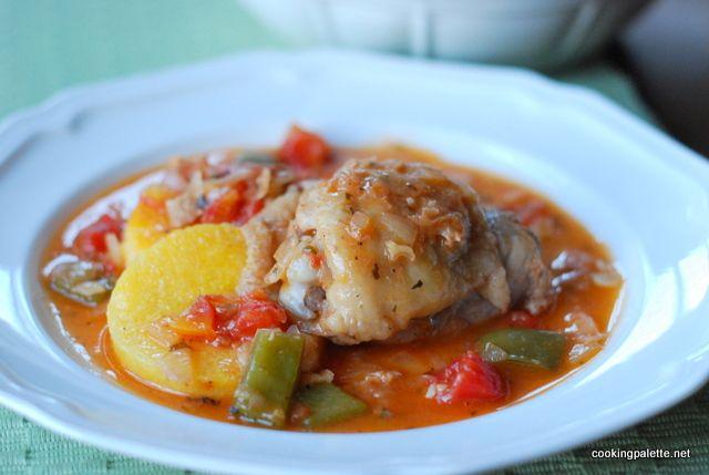 Каччиаторе на итальянском значит «охотник», курица каччиаторе – это, соответственно, курица по-охотничьи. Таким же способом можно приготовить кролика.  Идея этого блюда в том, чтобы слегка обжарить к…