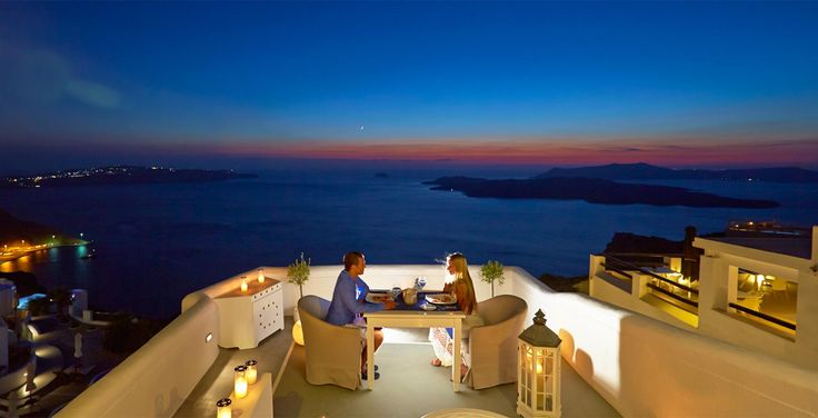 Dining in Santorini, in our Caldera restaurant which is one of the finest restaurants on Santorini. Our restaurant offers a dining experience for every taste