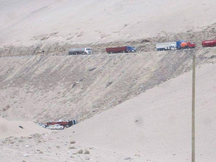 AREQUIPA. Dos buses de la empresa Hermanos Flores chocaron frontalmente en la Quebrada del Toro http://hbanoticias.com/8266