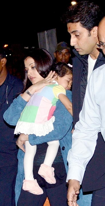 Aish and Abhi spotted with daughter Aaradhya at the Airport.