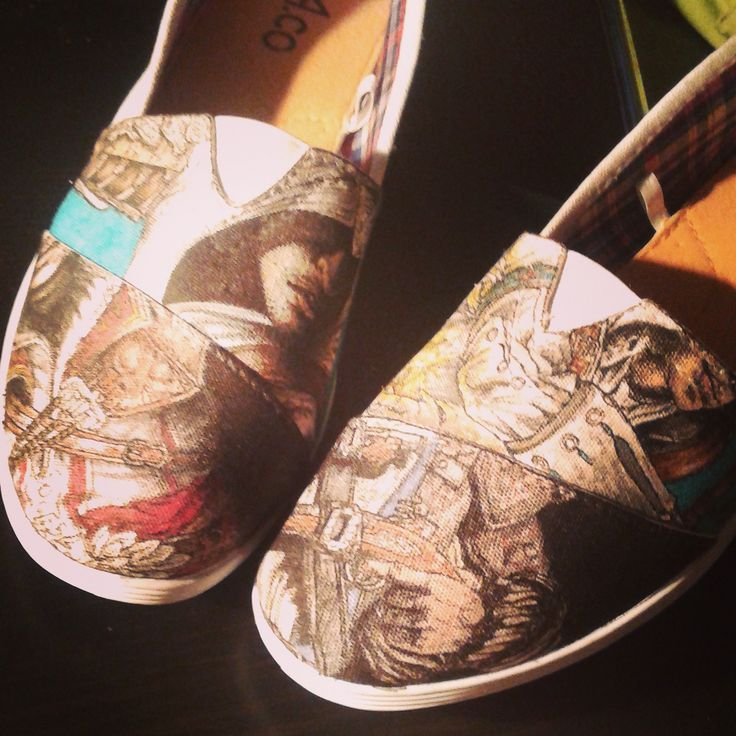 Assassin's Creed shoes by Fauve Boudreau Creations. A lot more on http://www.facebook.com/Fauvebcreations   #assassinscreed #shoes #shoeart #fauvesshoes #altair #desmond #connor #edward #arno #gamer #gamerart #geek #geekart #art #artist #drawing #diy #handmade