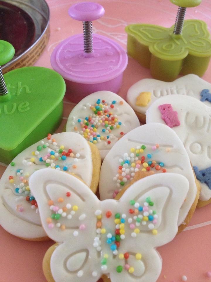 Ricetta biscotti decorati - Biscottini da portare in tavola per la colazione di Pasqua da fare e gustare insieme ai bambini. Bellissimi e buonissimi!