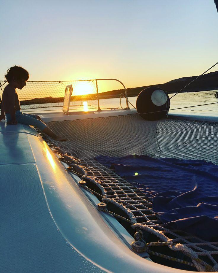 Momenti in famiglia sulla rete di #miguelcatamaran Ti piacerebbe stare qui a vedere il tramonto con i tuoi figli o i tuoi amici? #vacanzaincatamarano #vacanzeinbarca #settembre2017