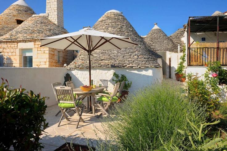 Trulli. A unique selection of charming accommodations in Apulia. Sei splendide location in Valle d'Itria.