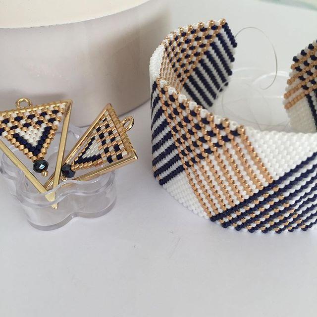 Ma nouvelle parure marine, blanc et dorée #handmade #miyukidelicas #brickstitch #manchette #jenfiledesperlesetjassume #bouclesdoreilles #parure #accessories #tissage #perlesaddict #peyote #bijouxfantaisie