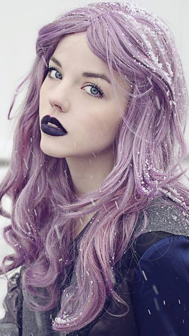 Lavender hairs purple lips - Ever since Kelly Osbourne did it I've been CRAZY for it. I need to bite the bullet and add some lavender!