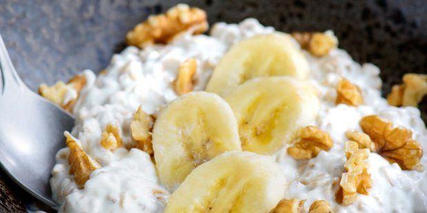 Een heerlijk recept voor havermoutpap met banaan en walnoten.