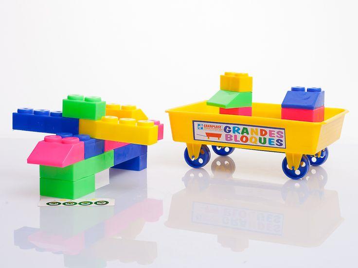 ¿Quieres ir de a la playa y pasar un rato de mucha diversión con tus hijos mientras construyen y juegan en la arena? , si te vas de vacaciones esta semana santa, con tus hijos, este juguete es el ideal: BIG BLOCKS VAGONETA ! Creaplast S.A.S ver más en: http://www.creaplast.co/sitio/contenidos_mo.php?it=626 #juegos #vacaciones #semanasanta #playa #juguetes #hijos