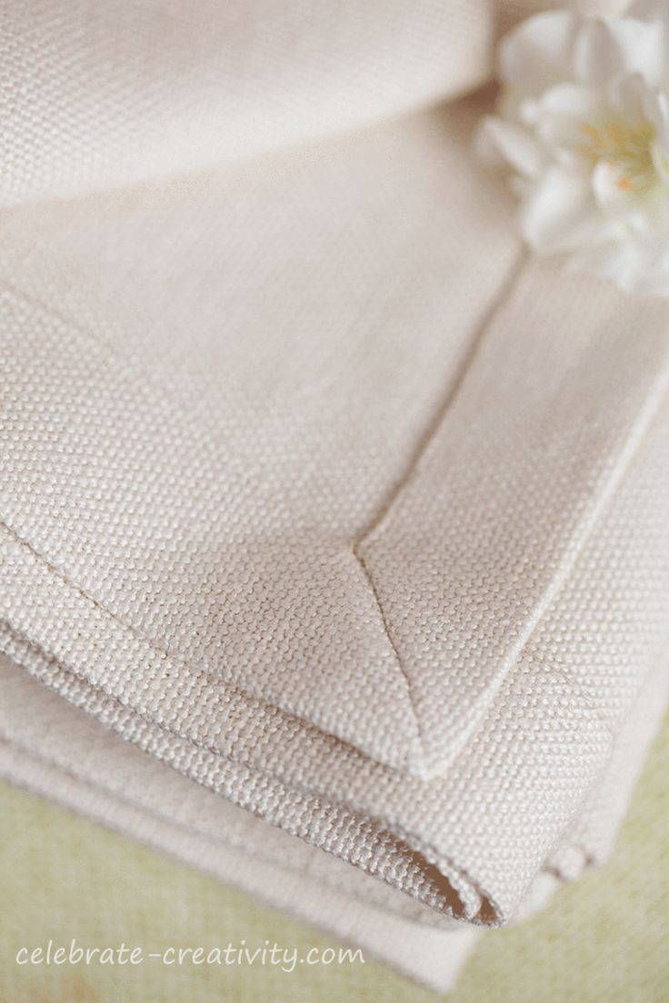 Tutorial and great technic for mitering the corners of napkins or any other flat linen, Napkins-pointed-end