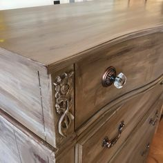 The Tutorialist - How to create Quick Layers of Honfleur Paris Grey | Chalk Paint® by Annie Sloan | Verdigreen™ #anniesloan #chalkpaint #tutorial #DIY #howto