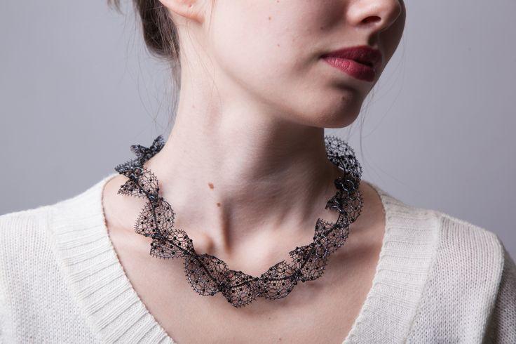 ожерелье из кружева ручной работы с бисером
