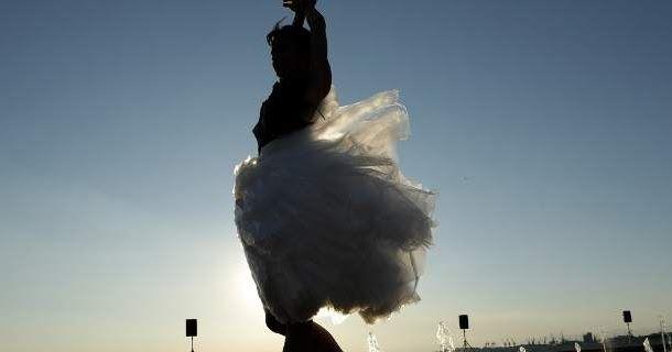 Μια διαφορετική πασαρέλα στη Θεσσαλονίκη -Ρούχα από ποπ κορν, όστρακα, εφημερίδες [εικόνες]