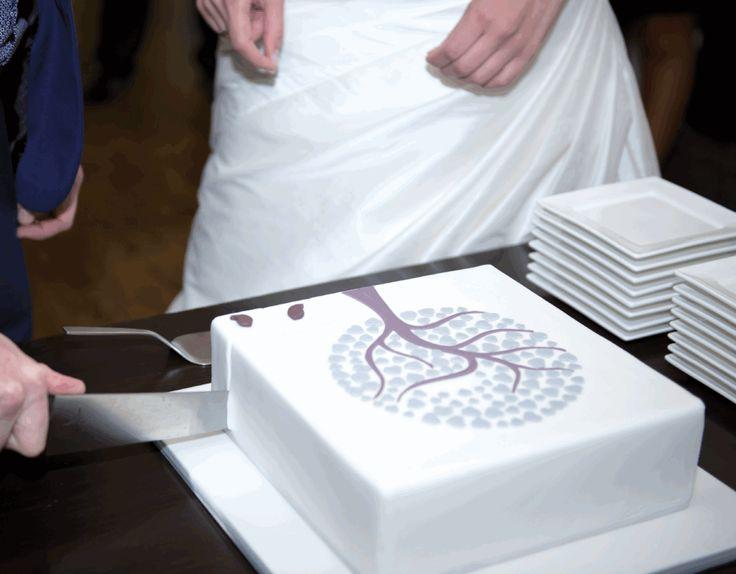 Deze lieve afbeelding siert elke bruidstaart. De decoraties zijn eenvoudig te maken maar missen hun uitwerking niet. Romantiek ten top!