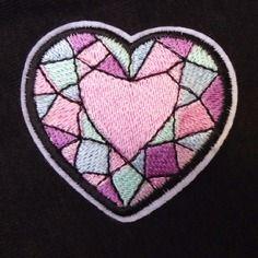 Patch écusson brodé thermocollant diamant coeur facettes couleurs pâles pinup rockabilly x1