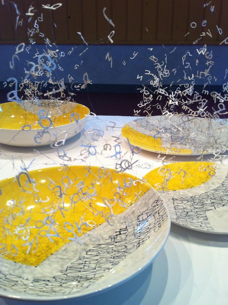 Conversation Piece (2013) Marian Smit (ruimtelijke structuren met papieren letters) en Maurice Christo van Meijel (schildering op keramische vormen) www.mauricechristo.com