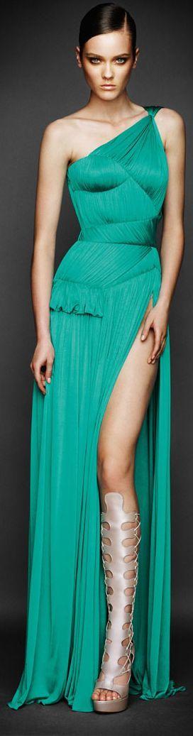 Atelier Versace, perfecto combinar con accesorios plateados...