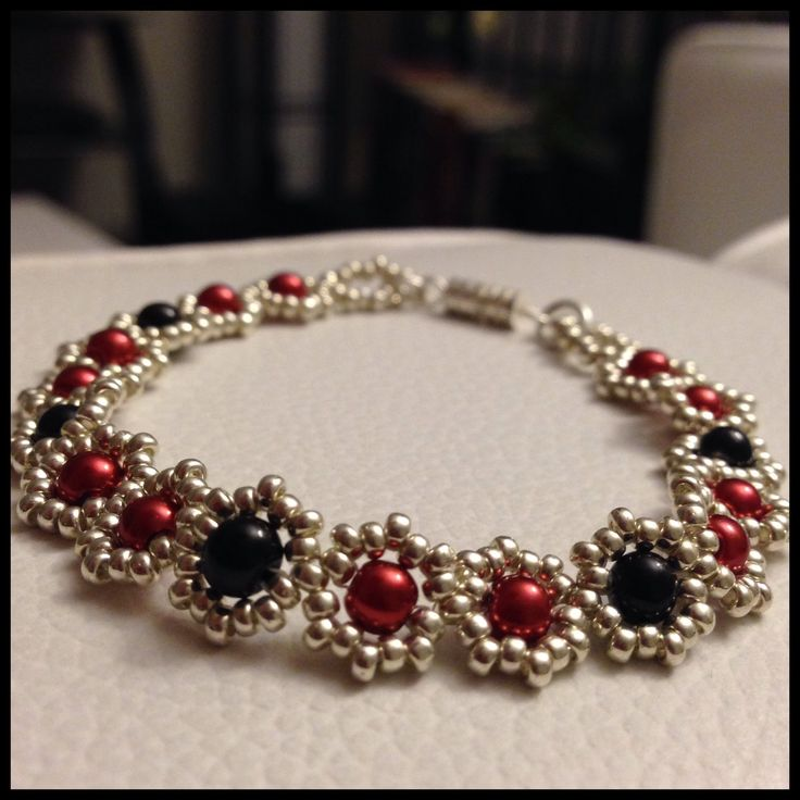My first bead bracelet tutorial. Please bear with me. Constructive criticism is welcome. Materials: Miyuki Seed Beads 11/0 (3 grams) Round Beads 4mm (17-20 p...