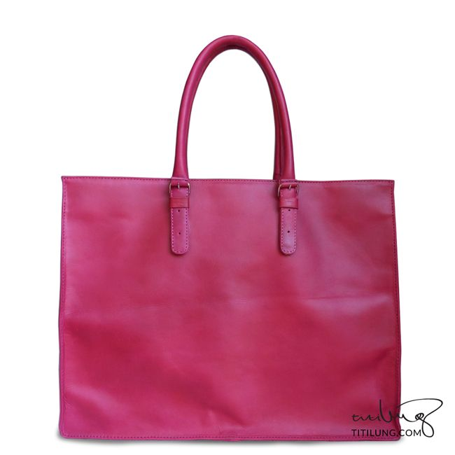 Red tote leather bag is what you need!   Product by Titilung