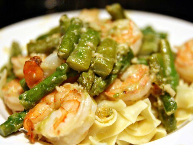 Receta: pasta con camarones y espárragos | SoyActitud