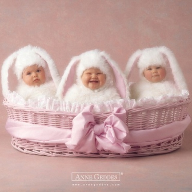 Anne Geddes The one in the middle just kills me.