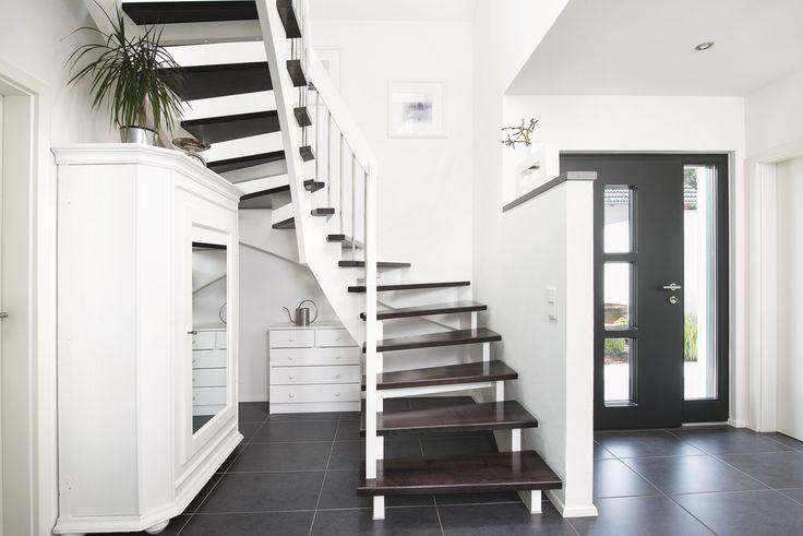 #weberhaus #Fertighaus #holzbauweise #treppe #blackandwhite #Foyer #Flur #diele #hallway