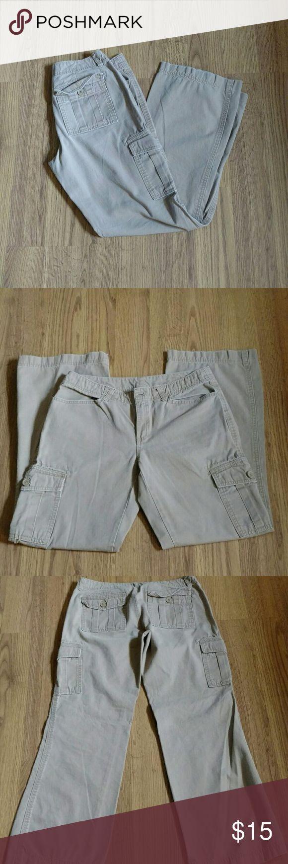 Old Navy cargo pants Womens Kahki cargo pants. EUC Very minor wear to one leg hem see last pic. Old Navy Pants