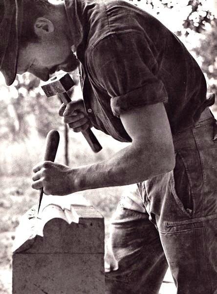 Compagnon tailleur de pierre photographie de Robert Doisneau