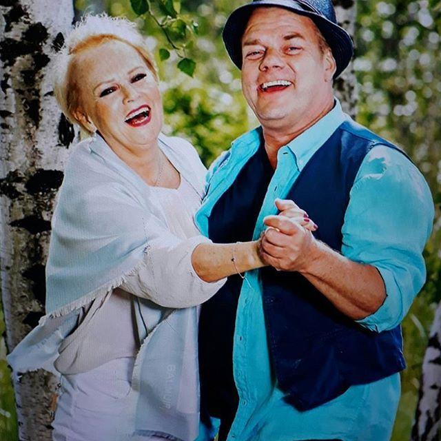 KULTTUURI MUSIKKI. SUOMI ISKELMÄ ISOT, TÄHDET, Lahjakakat, taitavat ja Ihanat LAULAJAT. ARTISTIT Katri Helena ja Jari Sillanpää. KESÄ Tunnelmissa. monia Hienoja, Klassikoita ja Hittejä. Seuraan Tykkään. Olen Nähnyt LIVENÄ. SUOSITTELEN Lämpimästi. HYMY @katrihelena @jarisillanpaa  #Kulttuuri #musiikki #iskelmä #klassikko #katrihelena #jarisillanpää #suomi #kotimainen #artisti #tähti #kalssikko #laulaja #viihdyttäjä #suosikki 💓🎵📷📚💡🔑👌☺😉👀🙋🌞