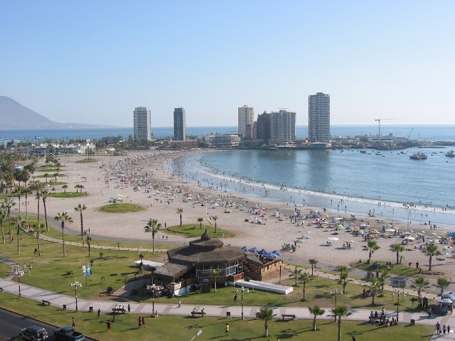Iquique, Chile.  Cavancha, mi playa favorita :)