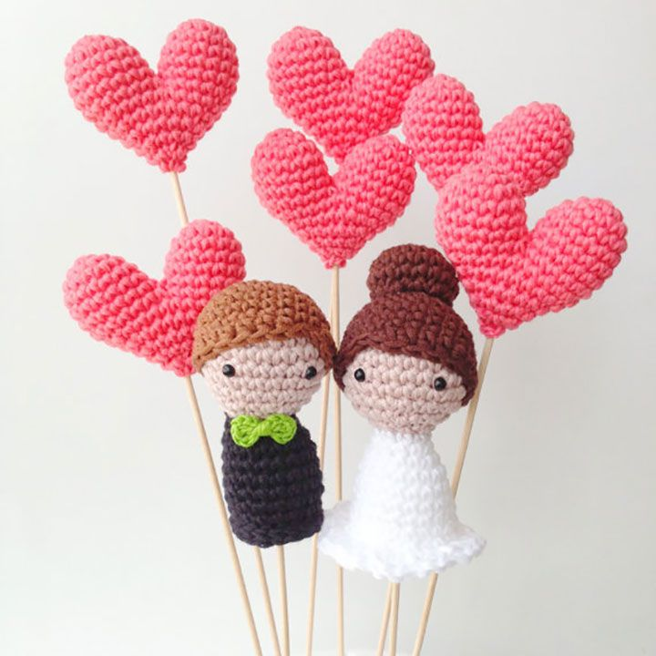 These 100% cotton, hand crocheted cake toppers are beyond cute!  Mari is the owner and designer of MariGurumi Shop which is based in Spain and can be found on etsy.  These toppers are about 3 inches tall and can be ordered as depicted or personalized via a custom order.  Shipping to the US usually takes 10 …