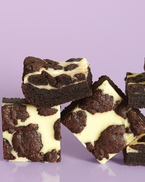 Black-and-White Cheesecake Squares have a moist chocolate cake base and creamy cheesecake toppingChocolates Cake, Cheesecake Bar, Fun Recipe, S'Mores Bar, Cheesecake Squares, Black And White, Black White, Cheesecake Brownies, White Cheesecake