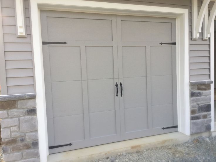 Detailed Garage. Love the gray color.