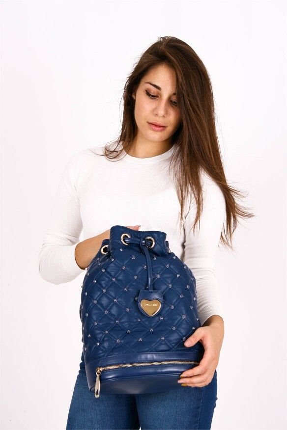 •TWIN-SET SIMONA BARBIERI• In inverno le cose da portare con noi durante la giornata aumentano: scegli la comodità e lo stile della Sacca Trapuntata con dettagli in perle! Ora in SCONTO   Guardala qui > http://goo.gl/aYk8e1   #twinset #borse #shopping #donna #woman #trapuntata #bags #twinsetbags